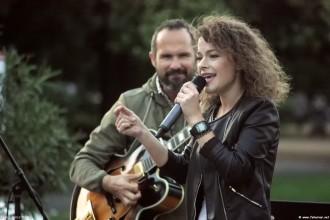 A tanári zenekar élén Vörös Janka énekelt